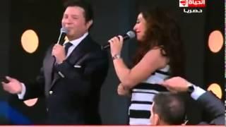الفنان الجميل هانى شاكر يغنى لأول مرة أغنية شعبى أه يا دنيا مع  بوسى