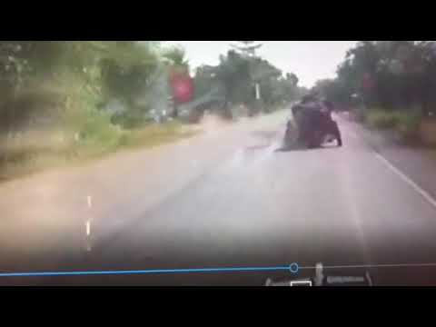 1907 Itala loses her wheel in Cambodia on The Road to Saigon Rally