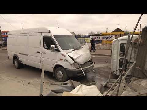 Суспільне Житомир: У Житомирі зіштовхнулися три автівки. Травмований 30-річний пасажир Renault