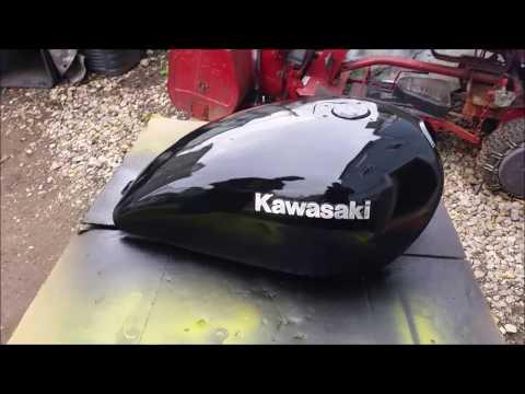 Kawasaki Gas Tank Painting with Dizzy