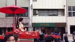 松山春祭り(2013.4.7)での加藤夏希さん.