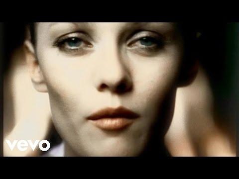 Клип Vanessa Paradis - Pourtant