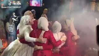 بسم الله ما شاء الله اصدقاء العروسه ولعو الفرح 😍😍😍اجدع صحاب
