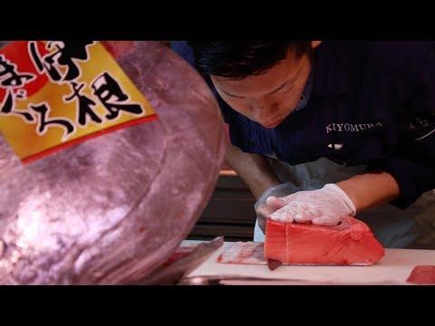 The Tsukiji Market (Famous Tokyo Fish Market)