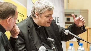 Atak śmiechu w najmniej oczekiwanym momencie - ks. Piotr Pawlukiewicz i ks. Bogusław Kowalski