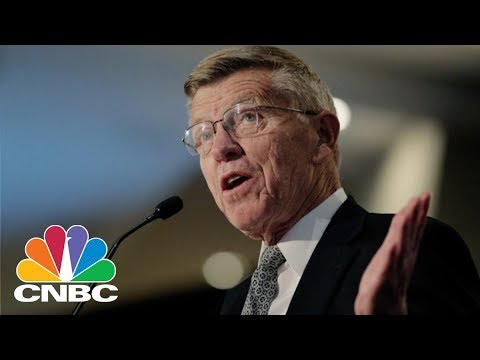 Former American Airlines CEO Bob Crandall On United Airline's Dog Incident | CNBC