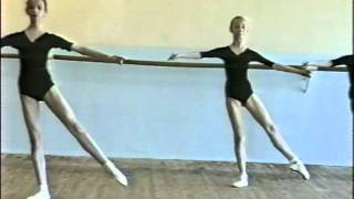 Урок классич.танца 2 кл. девочки, II ч.