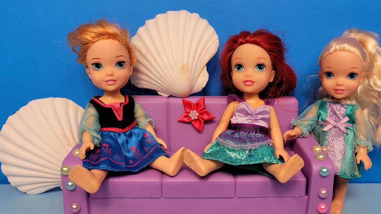Decorating for party ! Little Elsa & Anna help Ariel - dress up fun