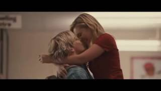 Status Update - Kyle and Dani kiss scene (Ross Lynch and Olivia Holt)