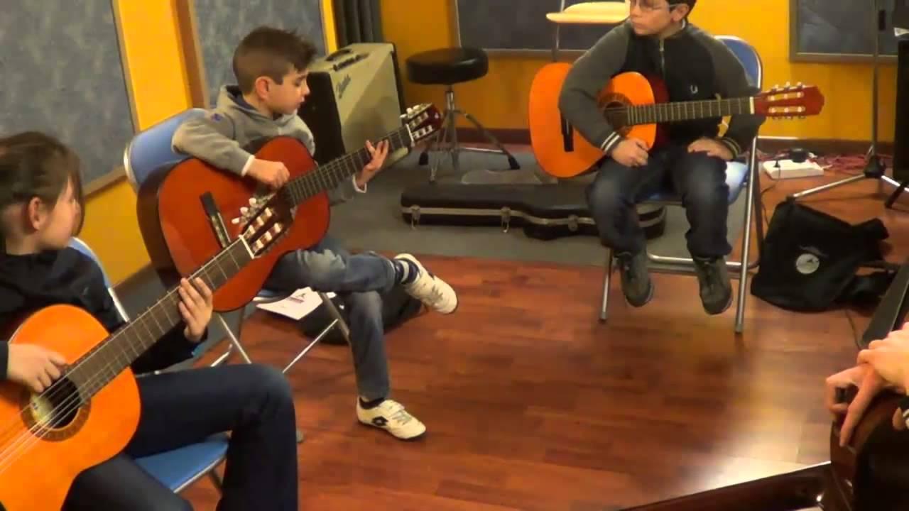 Scuola di musica e chitarra per bambini e ragazzi a for Immagini di api per bambini