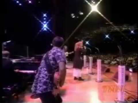 Kinleys sing Please on the Opry