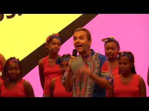 El coro de niñas Malagasy Gospel llena de colorido y música el Auditorio Fundación Renta 4