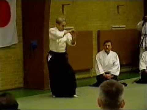 Shoji Nishio Aikido Toho Iai 07 Tekubiosae Aihanmi Nikyo