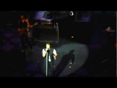 Luis Fonsi - Aunque Estes Con El SEVILLA 04/07/2012