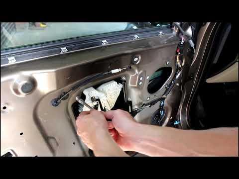 Замена тросика управления замком двери на  Land Rover Discovery 4 Ленд Ровер Дискавери 4 2011 года