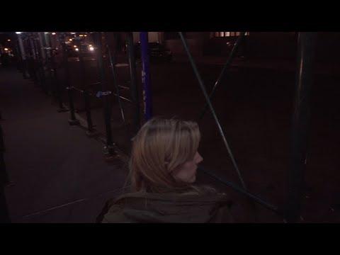 The Wife Between Us: Wer ist sie wirklich? YouTube Hörbuch Trailer auf Deutsch