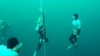 Пределы человеческих возможностей: установлен новый рекорд погружения(На Багамских островах сегодня установили рекорд по фридайвингу, то есть погружению в воду без акваланга..., 2016-05-04T20:37:07.000Z)