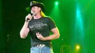 Trace Adkins Performing Ladies Love Country Boys
