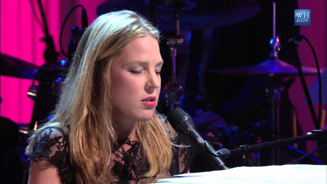 "diana krall performs ""the look of love"" 