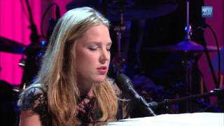 Diana Krall performs 34 The Look of Love 34