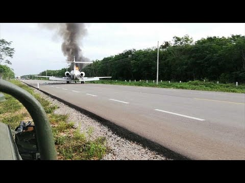 شاهد: هبوط طائرة يشتبه في أنها محملة بالمخدرات على طريق سريع بالمكسيك…  - نشر قبل 3 ساعة