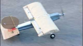 Aeromodelo de papelão