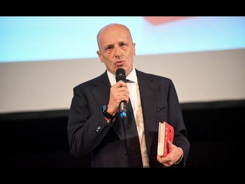 """Alessandro Sallusti """"lascia il Giornale"""". Le dimissioni del direttore dopo dodici anni"""