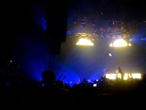 "Tiesto New York City -  Hammerstein Ballroom - 9.26.2009 - Tiesto - Traffic (DJ Montana 12"" Edit)"