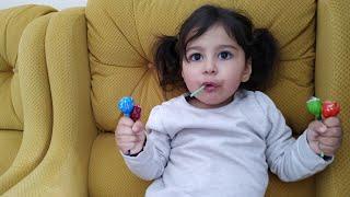 Lolipop Şekerleri Sakladık. Bakalım Ayşe Ebrar Şekerleri Bulabilecek mi? For Kids Video