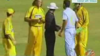 Symonds Sledges with Irfan Pathan 6th ODI