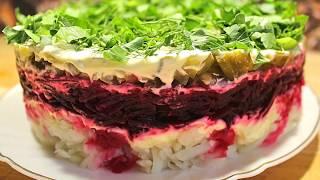Слоеный салат со свеклой и маринованными огурцами