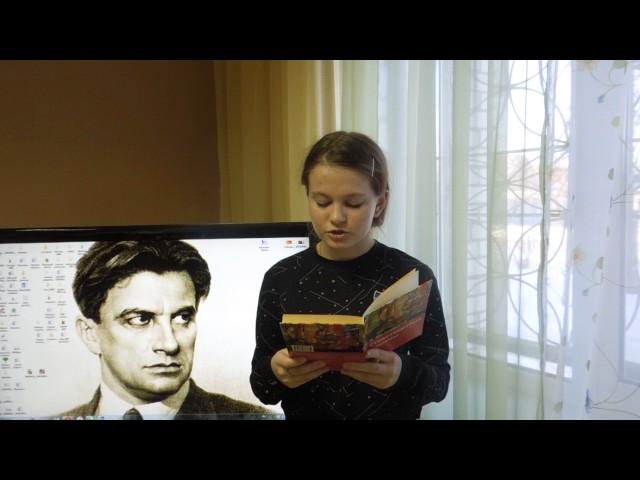 Изображение предпросмотра прочтения – ЮлияЕрмилова читает произведение «А вымогли бы? (Ясразу смазал карту будня…)» В.В.Маяковского