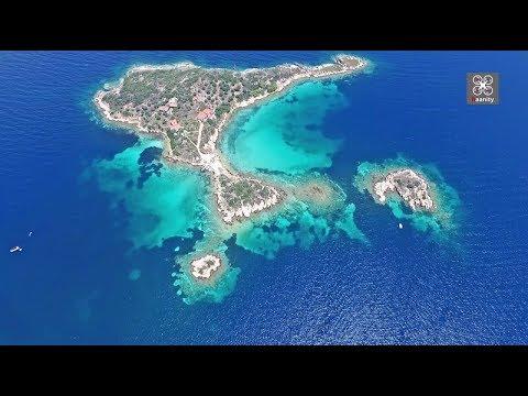Τα άγνωστα γαλαζοπράσινα νησάκια της Χαλκιδικής σε ένα μαγευτικό βίντεο