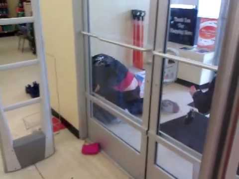 Pepper Spray : Woman Beat Down By Family Dollar Store Manager