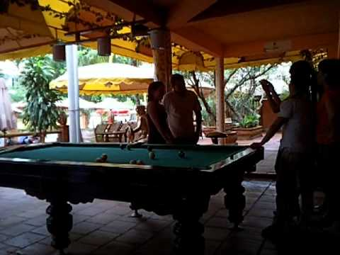 Vietnam bar girls playing pool2