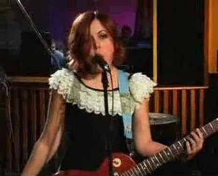 "Sleater-Kinney - ""Entertain"" Live"