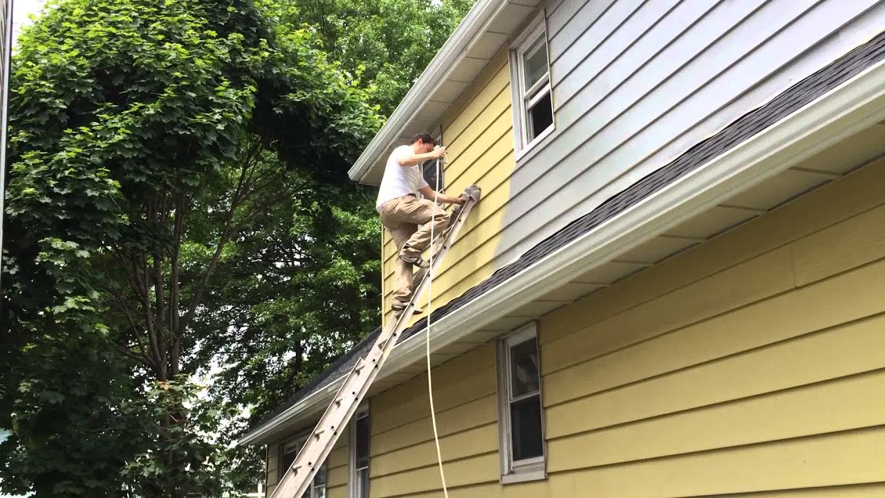 Spray painting an exterior of the house - YouTube