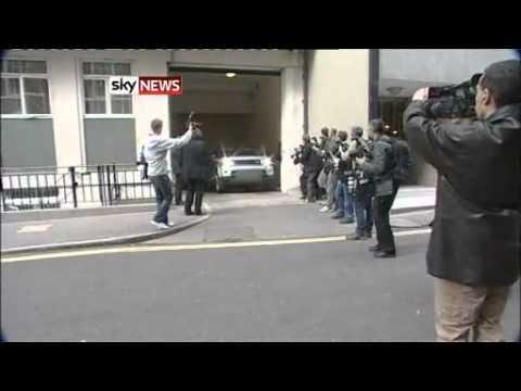 Rupert Murdoch Leaving His London House - NOTW Phone Hacking *NEW*