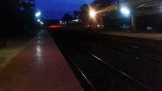 ED WAP4 Hubli - Kochuveli Express arrives Tiruvalla