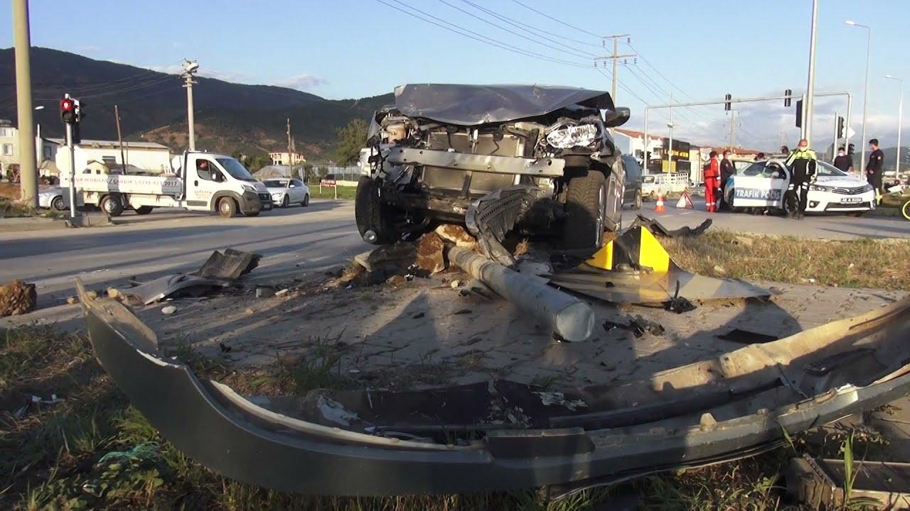 Alkollü Sürücü Kaza Yaptı 2 Yaralı
