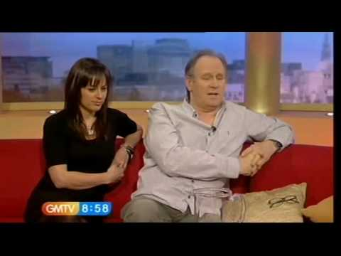 Peter Davison and Jill Halfpenny GMTV, 27.11.09  DoctorWhoDom
