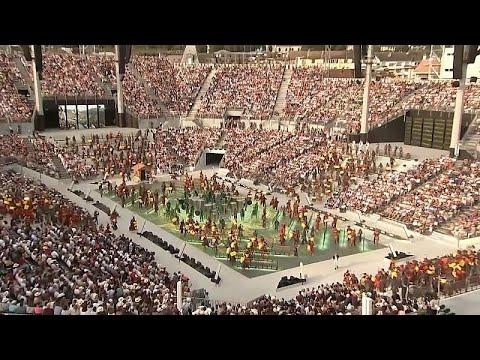 شاهد: افتتاحية مبهرة لمهرجان الكرَّامين السويسري بحضور 7 آلاف شخص …  - نشر قبل 5 ساعة