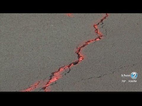 Hawaii island residents keep close eye on crack across critical highway