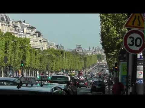 Paris: Champs-Élysées - entlang der berühmten Avenue. Along the famous Avenue