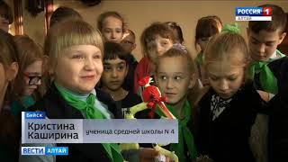 У бийской школі з ялинковим іграшкам вивчають історію СРСР