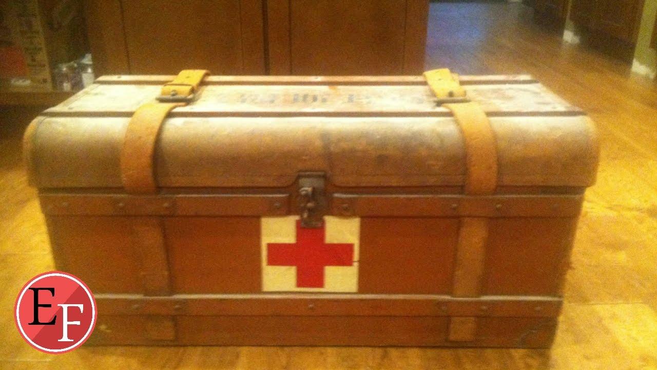 وجد صندوق قديم في منزل جده وظنه خردة  ولكن عندما فتحه....!!