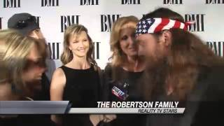 """""""Duck Dynasty"""" Christmas Album Tops Billboard Country Music Chart"""