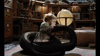 """小女孩抱着""""吃人""""的大蛇玩耍,小小的举动,破获了杀人案件!"""