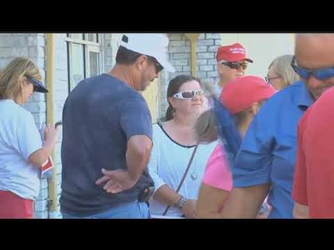 Cape Coral residents show support for border wall