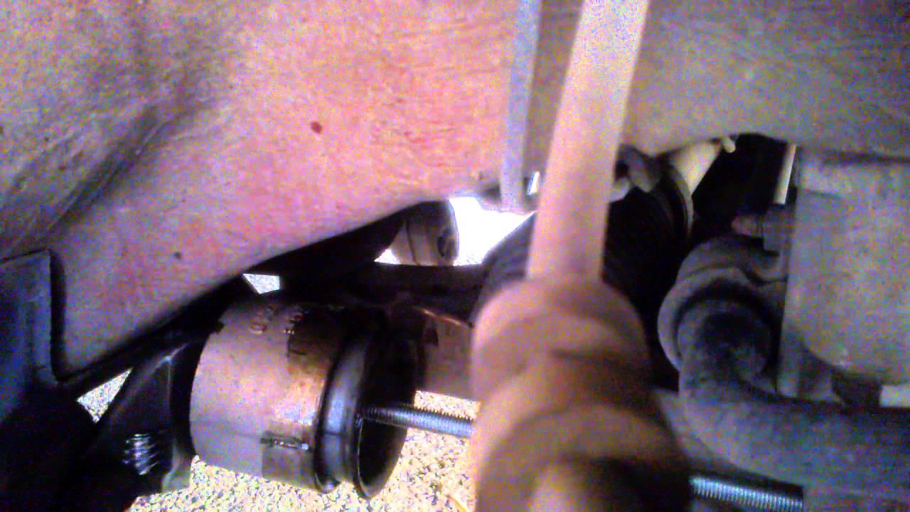 skoda fabia 1 9 sdi remplacement de silentbloc de triangle avec outils fait maison video 1 youtube. Black Bedroom Furniture Sets. Home Design Ideas